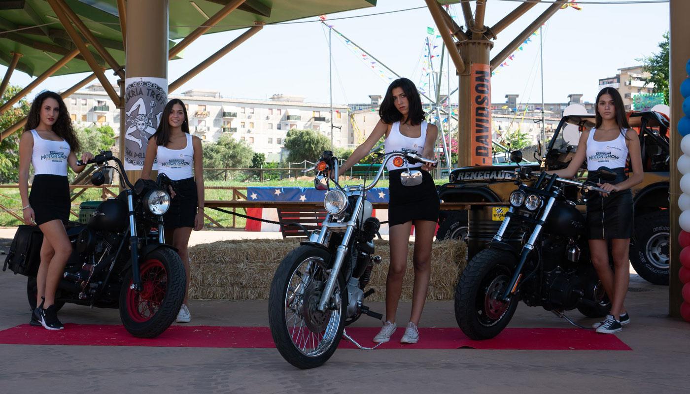 ragazze con moto evento