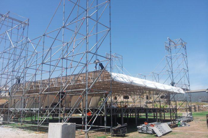 montaggio copertura palco