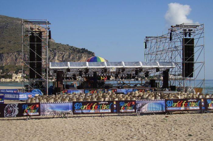 copertura palco in spiaggia
